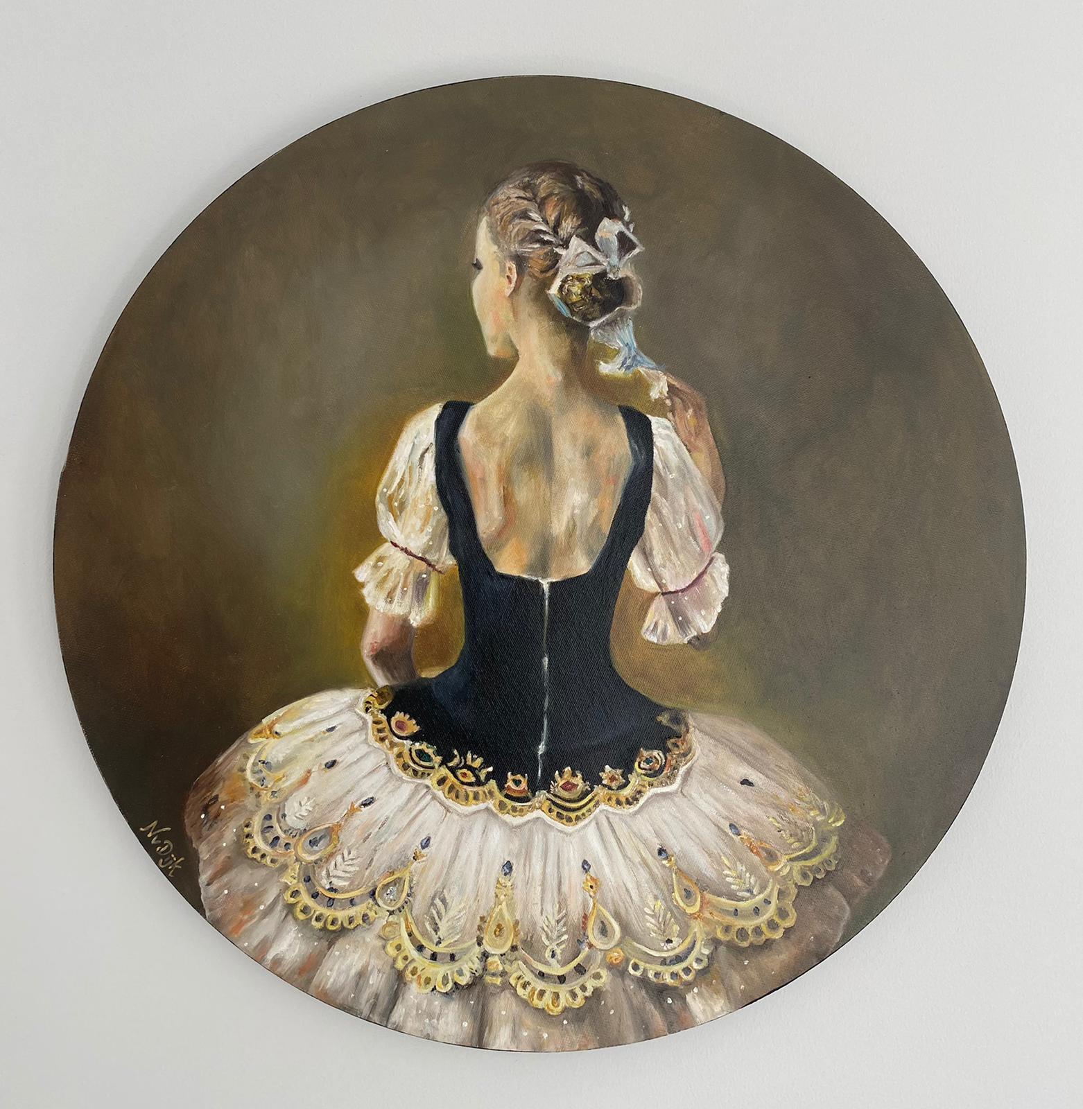 rond schilderij vrouw met jurk